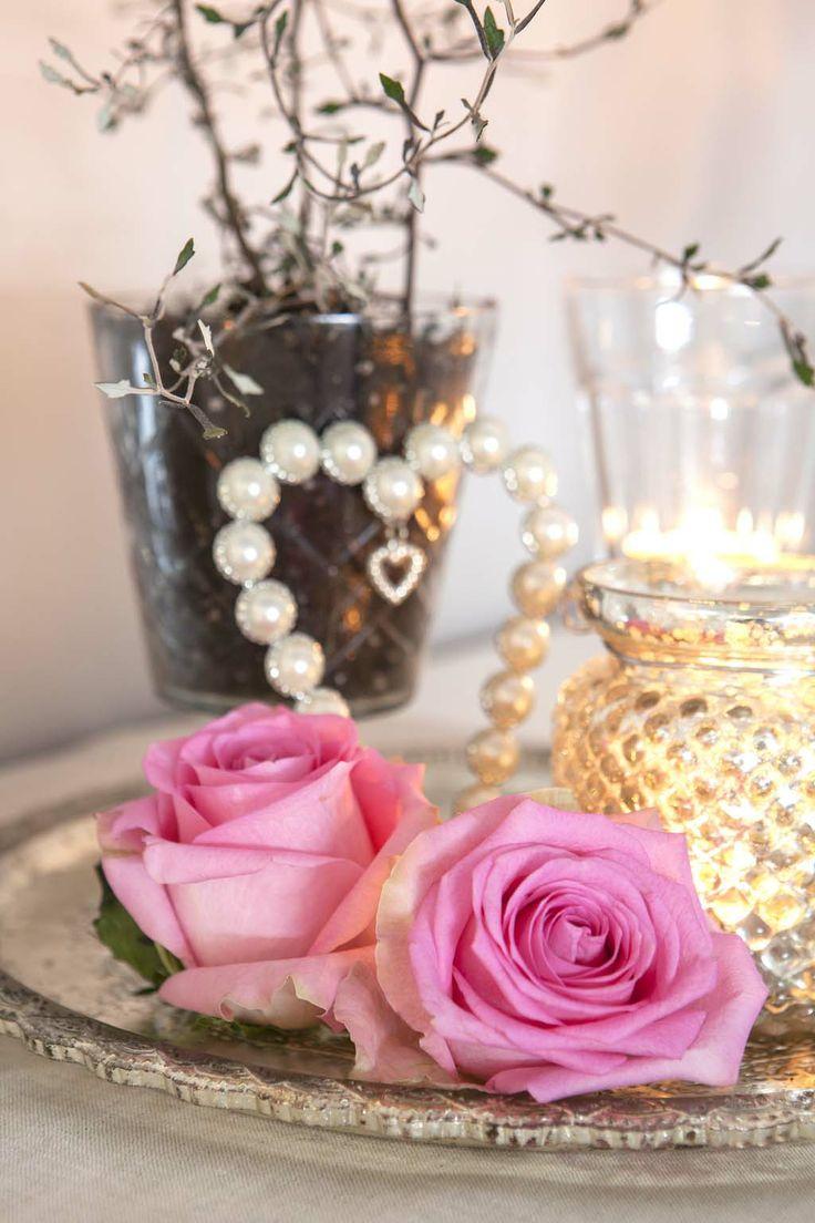 Vakre rosa roser i en landlig interiørstil: http://www.mestergronn.no/blogg/landlig-interiorstil/