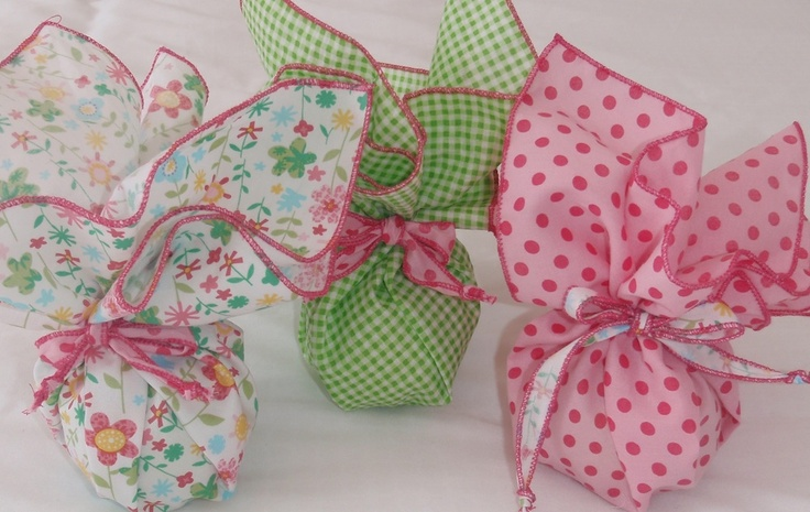 cute way to wrap party favors