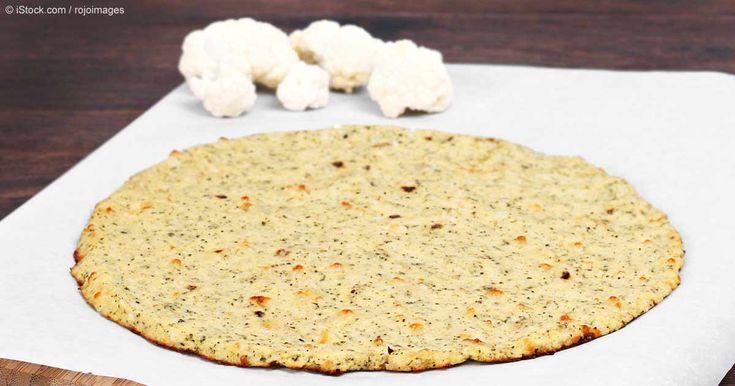 Con esta receta de pizza de corteza de coliflor no sólo está omitiendo el elemento menos saludable de la pizza, sino también está reemplazándolo con un buen vegetal.  http://articulos.mercola.com/sitios/articulos/archivo/2015/03/15/pizza-de-corteza-de-coliflor.aspx