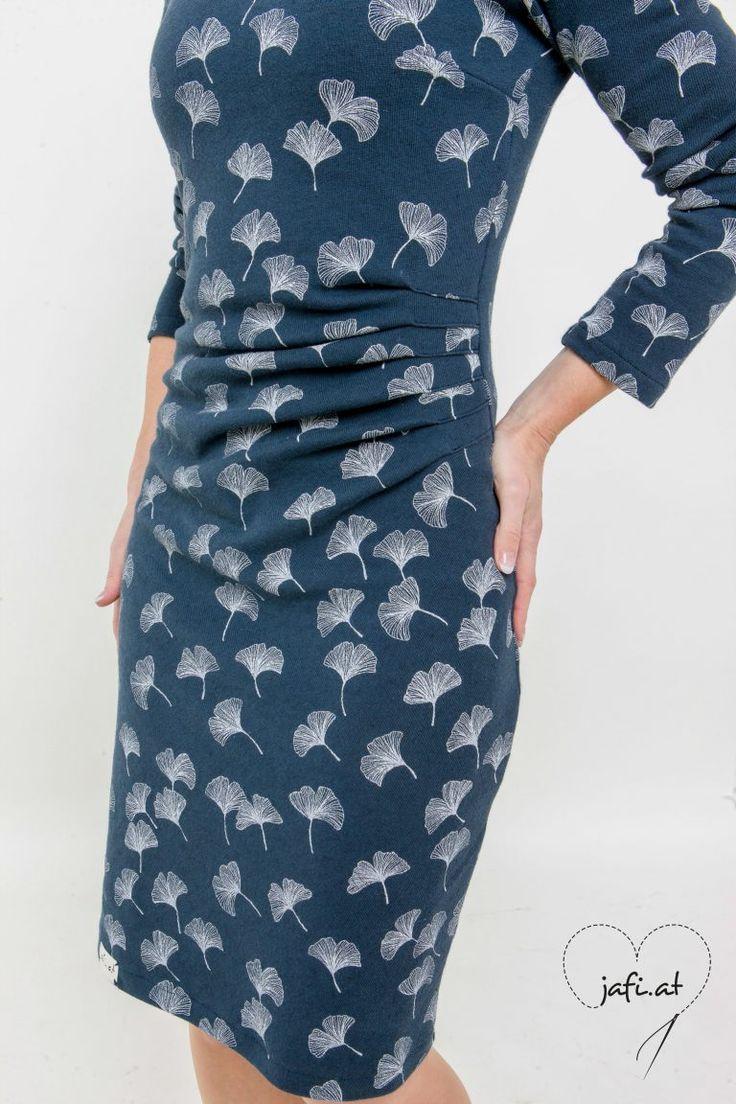 Idee Kleid mit seitlicher Raffung