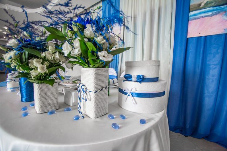 Коробка для денег в синих тонах. Вазы с веревкой в морском стиле. Стол жениха и невесты.