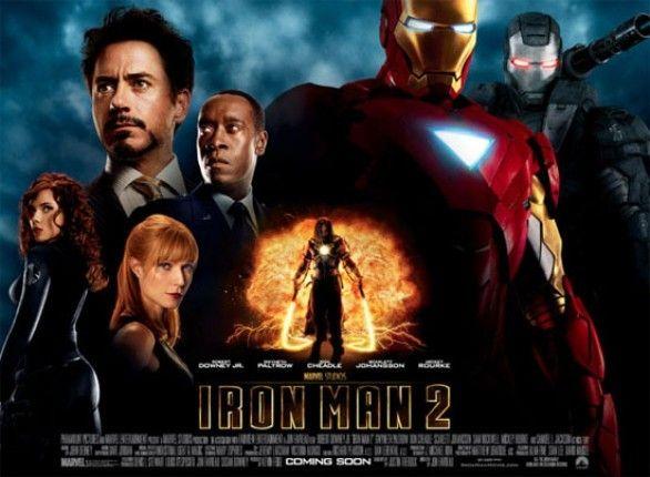 """Homem de Ferro 2 - O mundo já sabe que o inventor bilionário Tony Stark é o super-herói blindado Homem de Ferro. Sofrendo pressão do governo, da mídia e do público para compartilhar sua tecnologia com as forças armadas, Tony reluta em divulgar os segredos por trás da armadura do Homem de Ferro, temendo que as informações caiam em mãos erradas. Tendo Pepper Potts e James """"Rhodey"""" Rhodes a seu lado, Tony estabelece novas alianças e enfrenta novas e poderosas forças. (Filme de 2010)"""