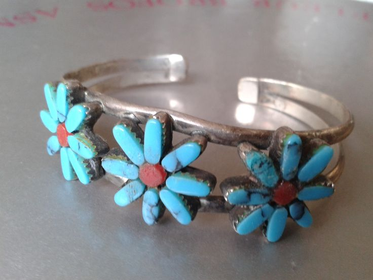 Silver cuff bracelet w. turquoise flowers and red stone