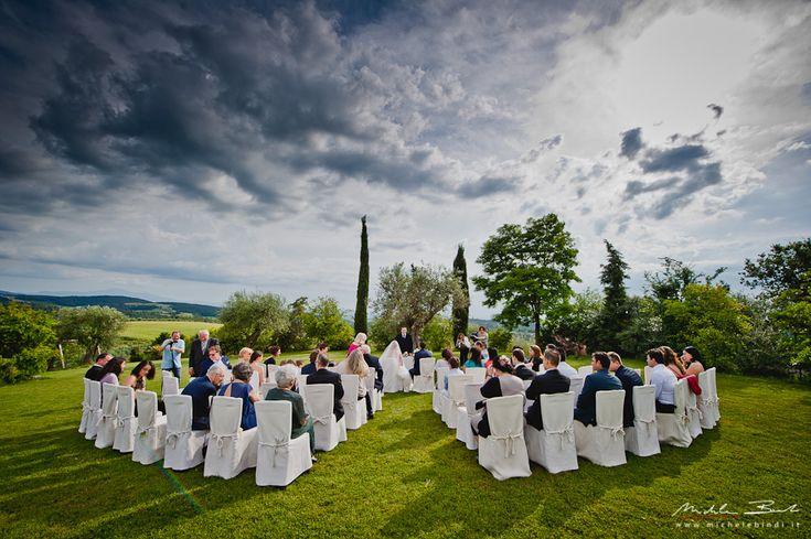 Matrimonio di Morad e Paola nel tipico borgo toscano di Casabianca ad Asciano, nelle famose crete senesi, in Toscana.Michele Bindi: foto e video di matrimonio asciano, siena, toscana, borgo casabianca.