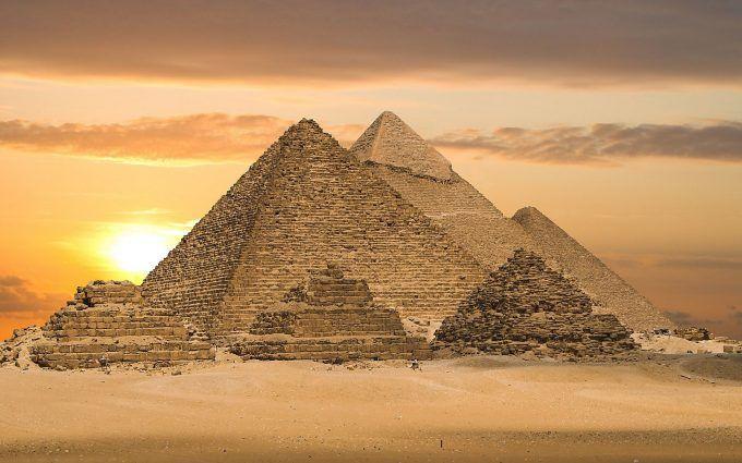 Egyptian Pyramids Wallpaper 4K