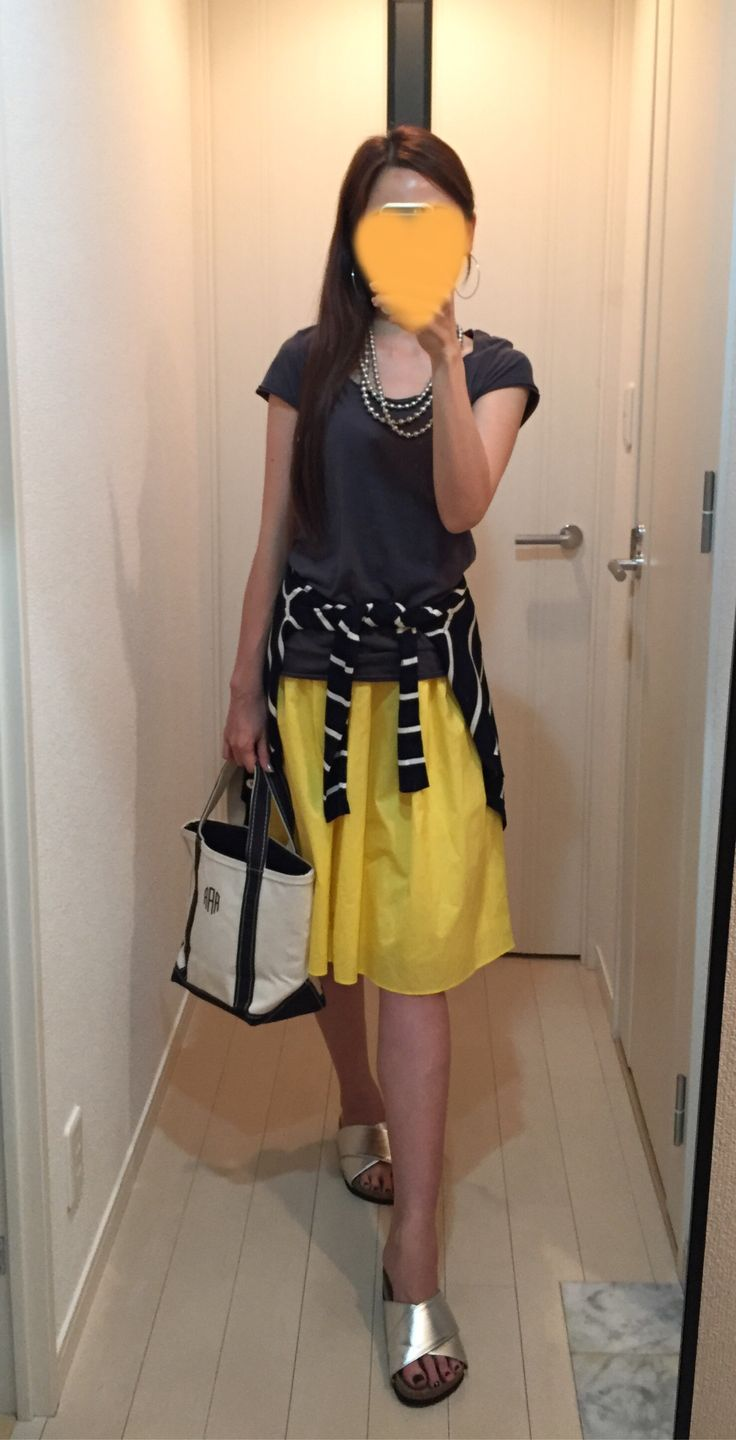 Tee: Sisley, Skirt: Nolley's, Cardigan: United Arrows, Bag: L.L.Bean, Sandals: titivate