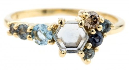 The kind of ring that makes you wanna get married all over again. Love this piece from @barioneal