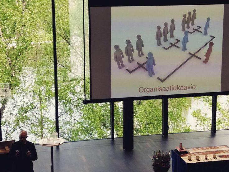 Näetkö tässä organisaatiokaavion vai pyramidihuijauksen? #muuttuvatyö #muutos #henkilöstöpäivä #ilkkahalava