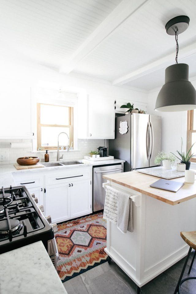 ☼ ☾ I love this kitchen space! It's so simple and elegant!
