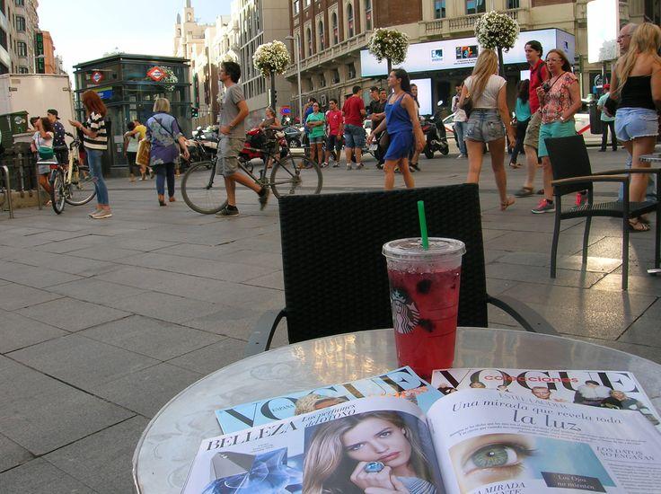 Lecturas dominicales de fin de verano en La Gran Via  de #Madrid #granvia