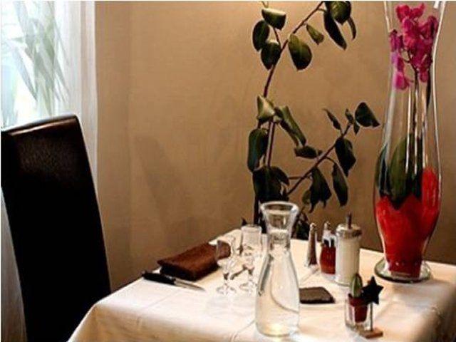 2 menus maison, j'offre : http://www.web-commercant.fr/cheques/gastronomie/vertolaye-63480/hotel-restaurant-de-la-dore/915-2-menus-maison