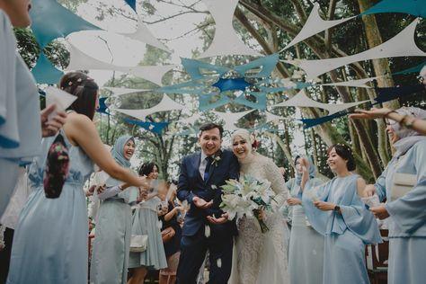 Pernikahan dengan suasana alam memang menimbulkan kesan yang berbeda. Yuk simak betapa serunya!
