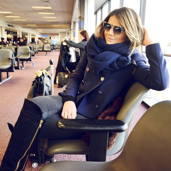 LOOK: Casaco – Gucci | Calça e esharpe – Zara | óculos – Fendi | Bota – Luiza Barcelos | Bolsa – Hermes | Mala – Rimowa