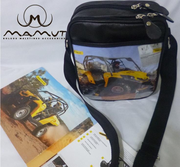 REFERENCIA: EGP-09A-M01  MATERIAL: Cuero, papel de revista, herrajes metálicos de lujo.  DIMENSIONES: 27cm * 21cm * 7cm  PRECIO: $60000