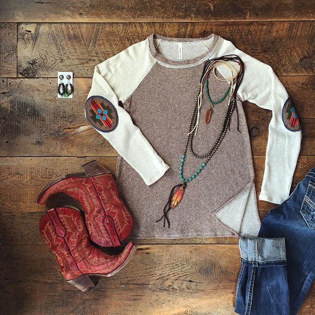I tried this piece on to give you darlin's a good description on fit, and.... well I'm not taking it off!! In LOVE with The {new} Tempe top! Those patches. And the fit... Cowgirl style. Rodeo fashion. Women's Western Wear. Ranch style. Boho cowgirl. Retro look.