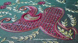 Aari (or tambour) embroidery technique tutorial. It´s like crocheting chain stitch on fabric. Great explanations on this blog! - The trellis is chain stitch with variegated red thread and  french knots with variegated yellow thread.
