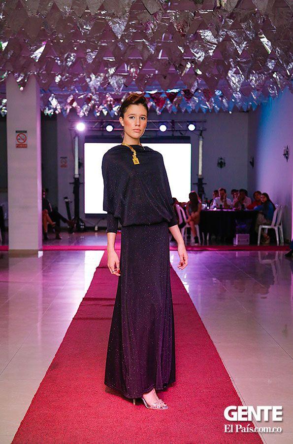 Vestido negro  - Moda en el Alferez Real - Galeria en: http://ow.ly/sxYNK