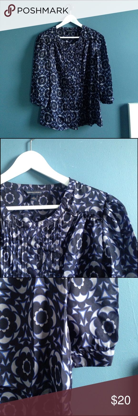 Banana Republic blue & gray geometric floral tunic This Medium Banana Republic tunic will keep you comfortable, clean, and sharp looking in any setting. 3/4 sleeves. Perfect for the transition to Spring if you wear it with leggings. Banana Republic Tops Blouses