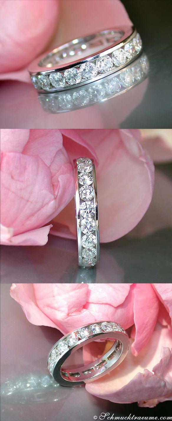 Classy: Beautiful Diamond Eternity Ring, 2,59 cts. G-SI/SI1, WG-18K - Visit: schmucktraeume.com - Like: https://www.facebook.com/pages/Noble-Juwelen/150871984924926 - Mail: info@schmucktraeume.com