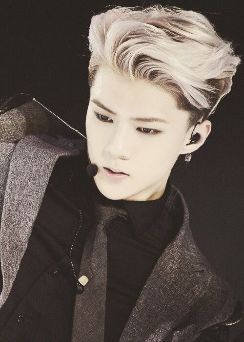 EXO - Sehun I love when sehun has blonde hair..even when i know that their hair are suffering (a lot of dying)