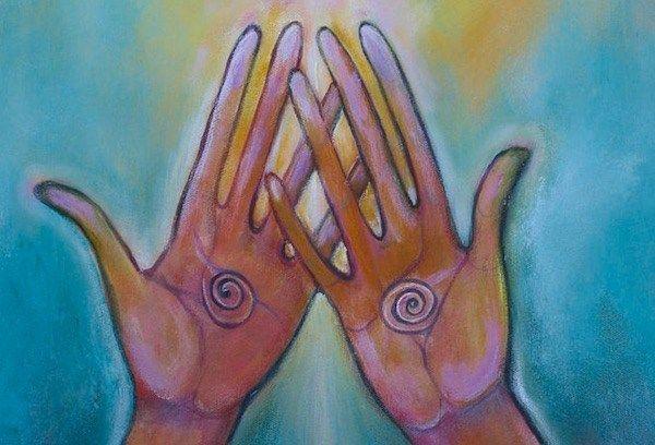 Így töltheted fel spirituális tartalékaidat a kezeid segítségével!