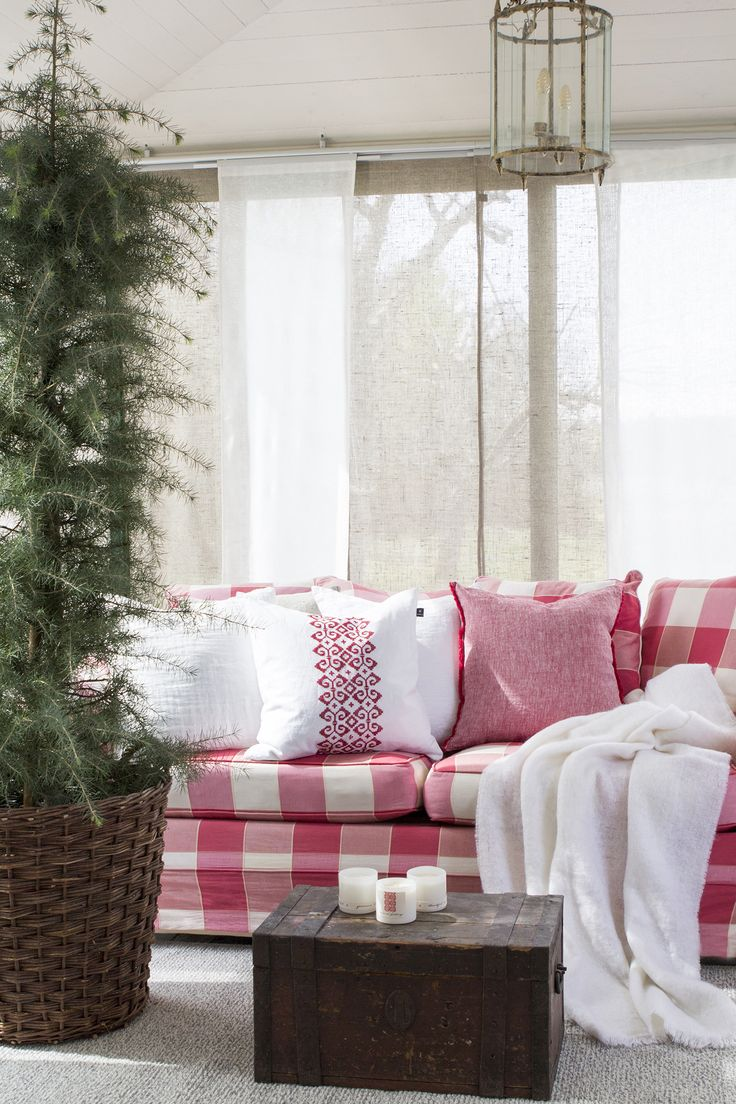 Beautiful cushions. Sunshine is a cushion in pure linen with fringes on two sides . #Himla_ab #christmas #Himlachristmas #himla #Dalarna #Sunshine #cushions