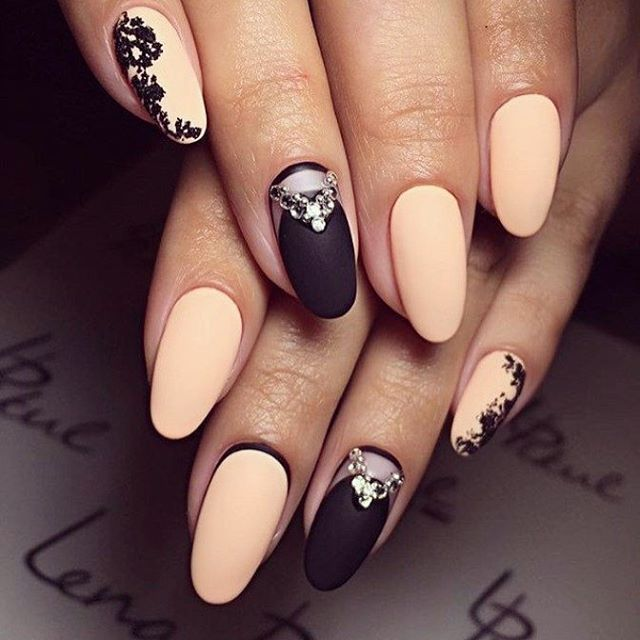 Beautiful chain baige nails, Perfect for a night out in a fancy restaurant or party