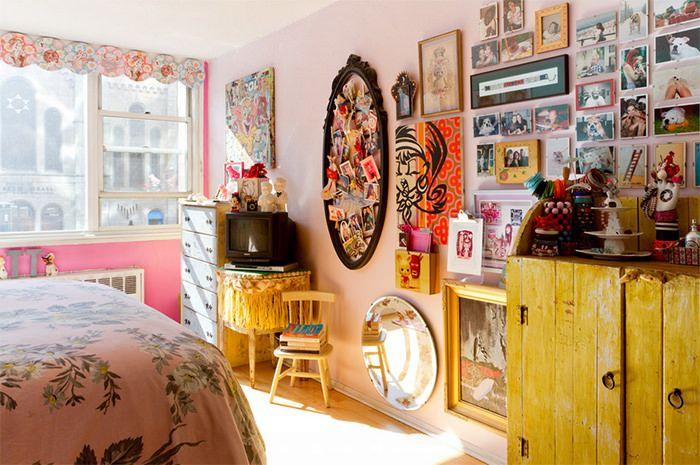Apartamento colorido inspirado em doces e cultura pop - limaonagua