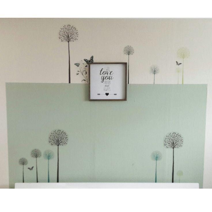 Muurstickers van Lidl fleuren de slaapkamer op. Schilderij van Karwei. (Kleurvlak = Middelpunt van Histor)