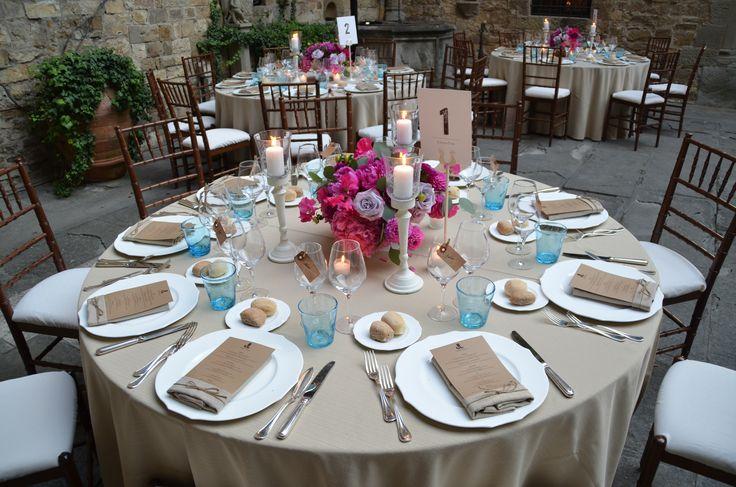 #FLORALIADECOR #CASTELLOdiVINCIGLIATA #ReceptionTable #FlowerArrangment #Candlestick