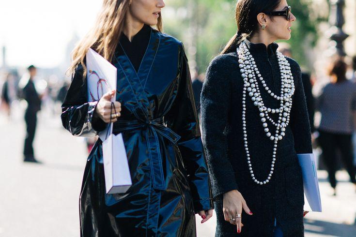 Settimana della Moda di Parigi - Primavera/Estate 2017   Grandissime collane di perle - una delle tendenze della prossima stagione.