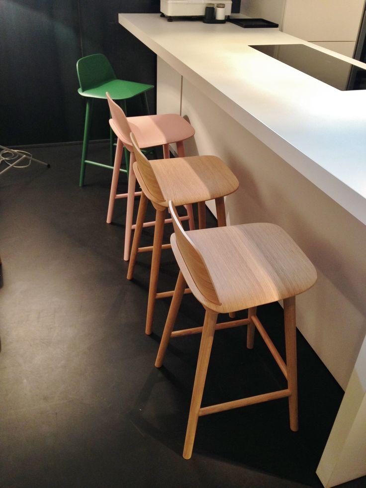 Tabourets NERD - Muuto Design David Geckeler H65cm Prix unitaire: 399€ - 50% > 200€ Dispo: 2 chene, 1 rose et 1 vert A Nice!
