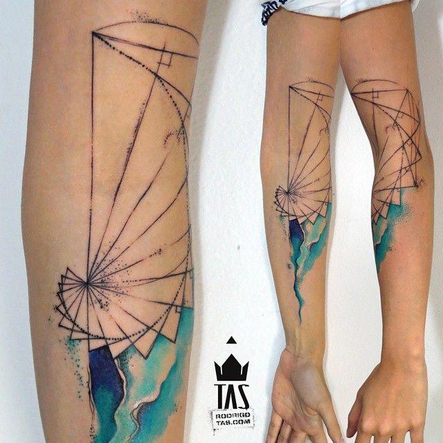 Proporção áurea... #tas #rodrigotas #watercolortattoo #dotworktattoo #pontilhismo #aquarela #abstracttattoo #abstrato #geometrictattoo #fibonaccitattoo #forearmtattoo #fibonaccispiral #arquitetura #tatuagem #tatuaje #inspirationtatto #tattoodesign  #equilattera #tattrx #tattooartistmagazine #tattoocollectors #tattooculturemagazine #tattoaria #tattooistartmag #inkedmag #gettinginked #crazyytattoos