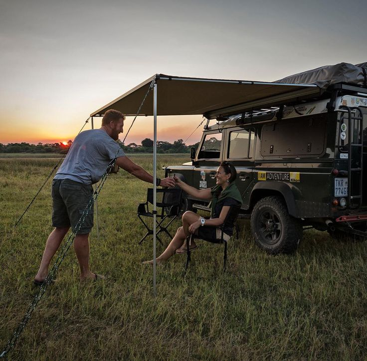 We couldn't think of a more perfect way to welcome the night than enjoying a sundowner from a #FrontRunner #ExpanderChair! _______________ Photo Credit: Wild Web Africa  _______________ #adventure #easyoutawning #awning #frontrunneroutfitters #lifestyle #camplife #sundowners #awning #Africa #roofrack