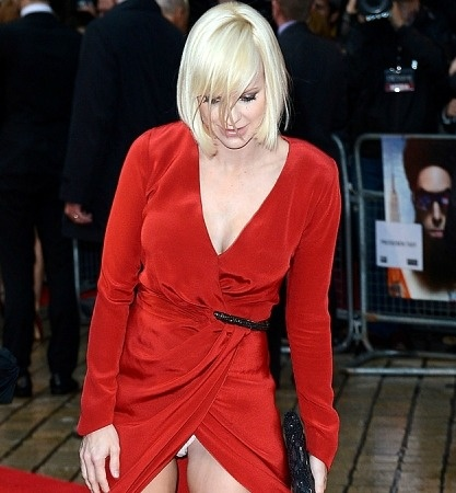 Miracle on the Red Carpet - Anna Farris Flashes Her White ...
