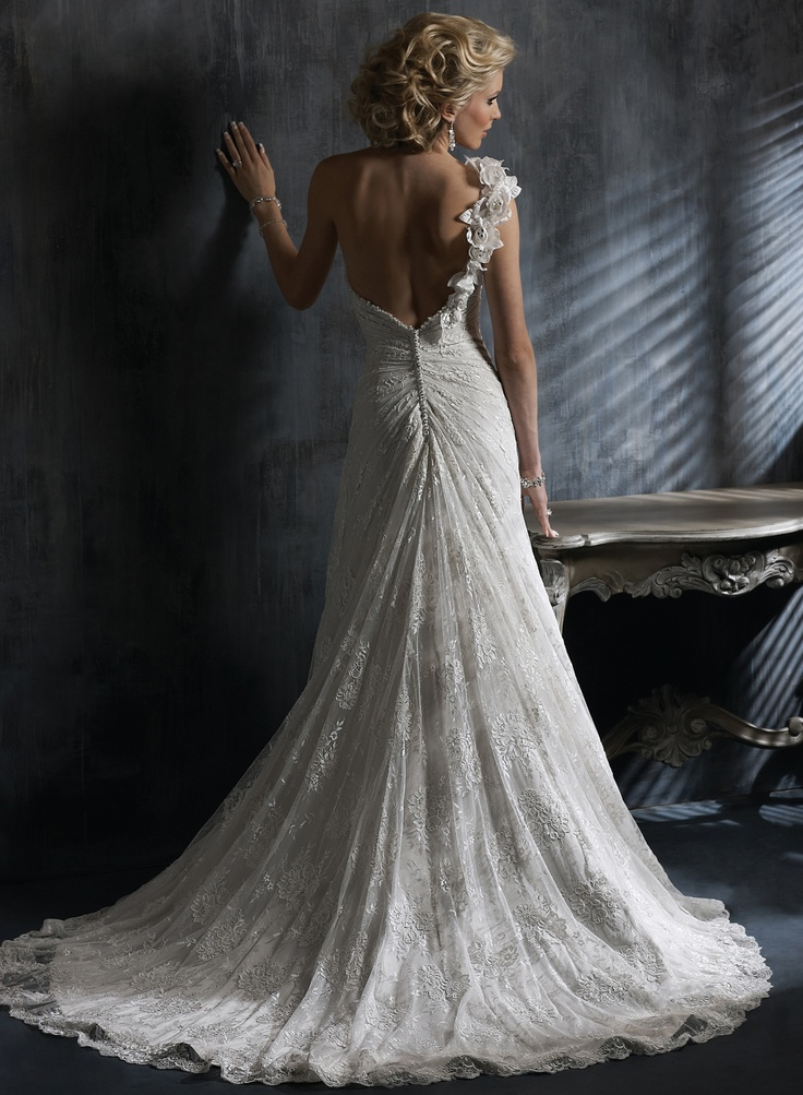 Catarina - by Maggie Sottero This is the dress I wish to e married in someday <3