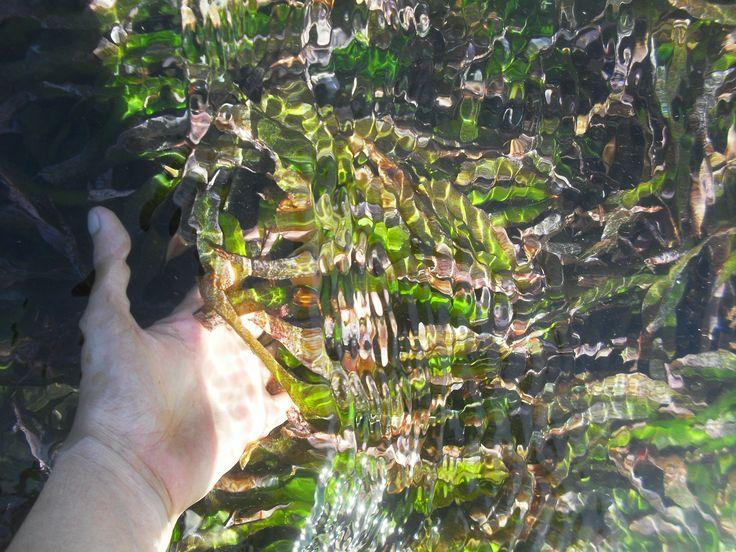 Beningnya air pantai laut Pantai Mawun Lombok