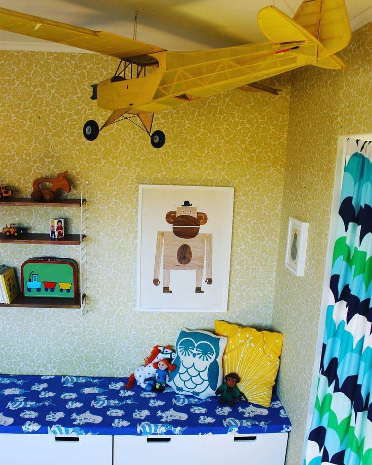 """""""Dunderklumpen är en favorit! Sytt dyna till Ikeas förvaringsmöbel med stora lådor som slukar många leksaker! #barnrum #förvaring #stuva #ikea #bänk #dyna…"""""""