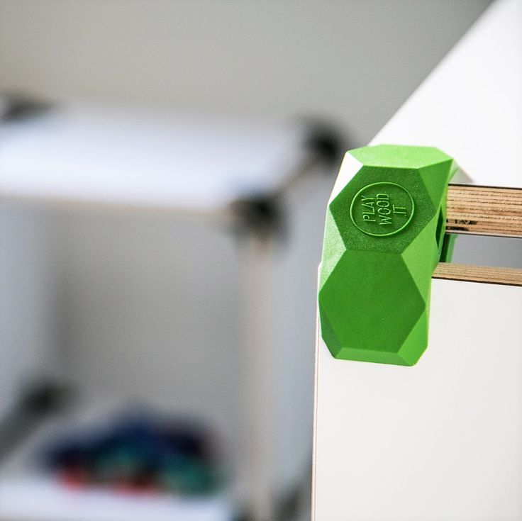 The connector, made by injection, allows you to snap together laminated wood panels without damaging the surface, so you can reuse it how many times you want. #playwood #connectors #plywoodfurniture #laminatedwood #opensourcefurniture #openfurniture #opendesign #creativecommons #joint #diyfurniture