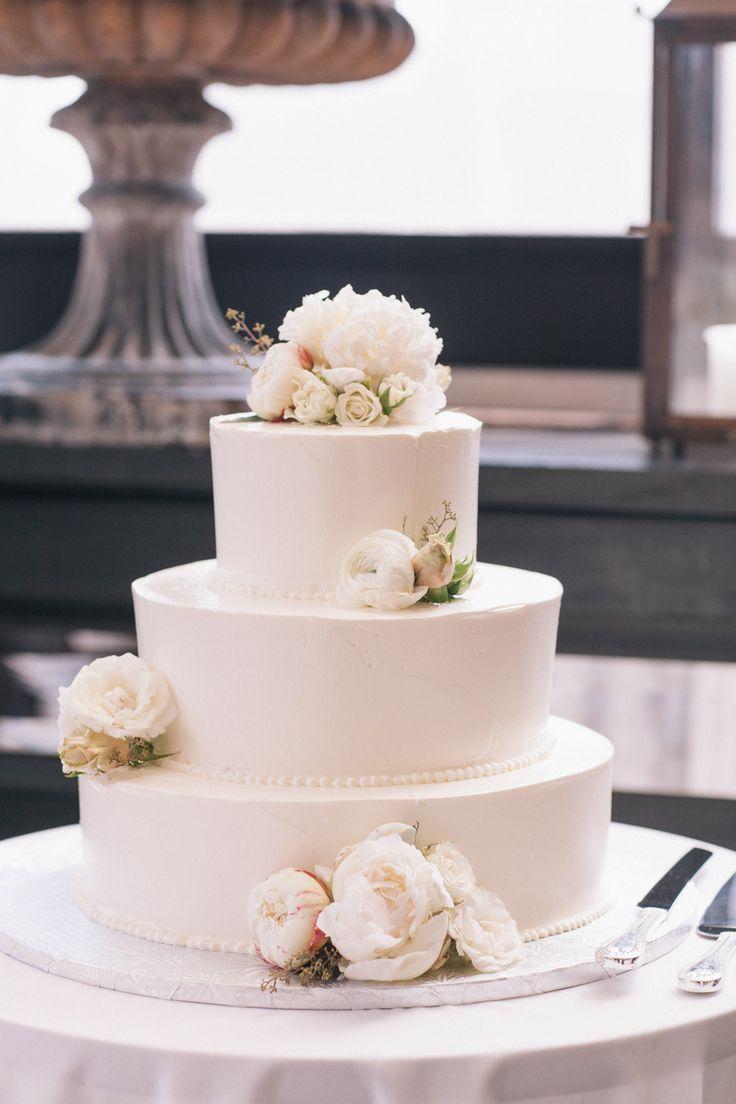 Wedding Cake | On SMP New York: http://www.stylemepretty.com/new-york-weddings/2013/11/13/gramercy-park-hotel-wedding-from-rachel-cho-floral-design | Photography: Kelly Kollar
