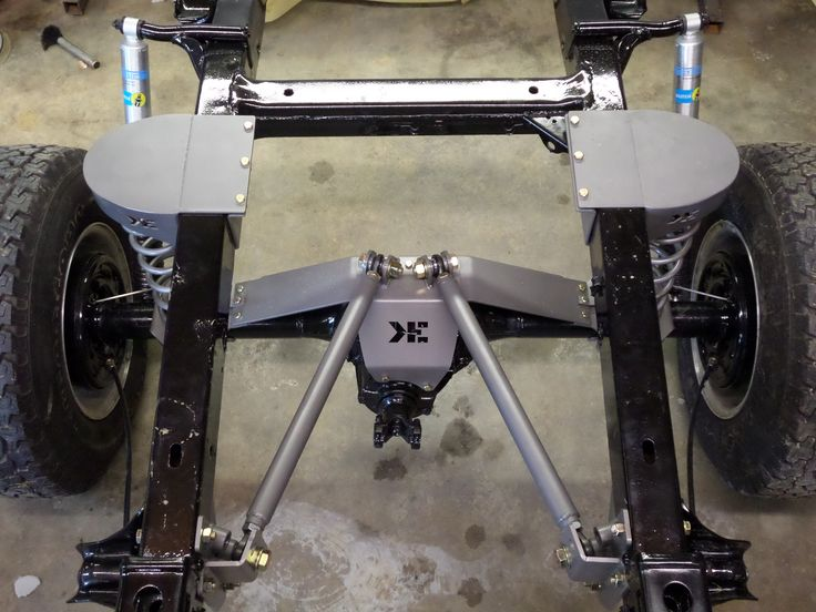 Quad-Link is a dual-triagulated fully bolt-on 4-link system for the Early Bronco giving you a 2.5″ to 4″ lift with no welding or heavy modifications.