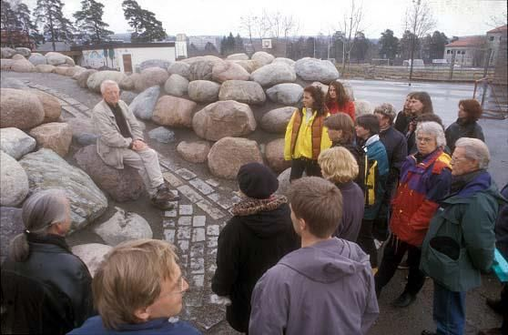 The geology professor Johan Naterstad teaching the schools teachers about the geology of the stones in the mountain.