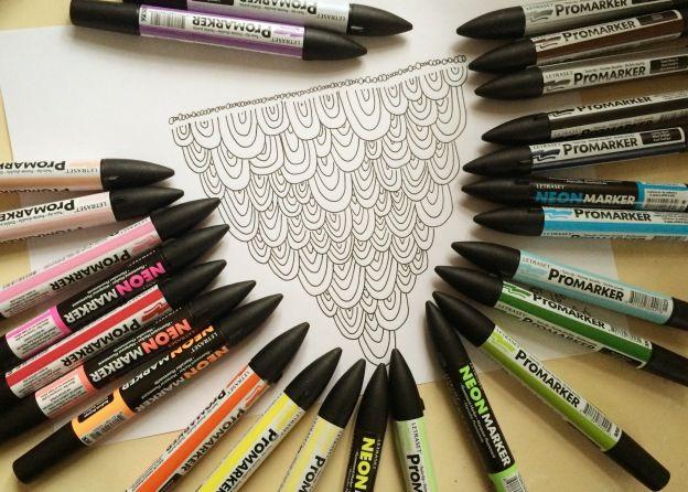 365 moodboards i 2014. Moodboard #9: Doodle tegning af uglefjer eller regnbuer - og alle mine nye ProMarkers. Fotograf: Susanne Randers