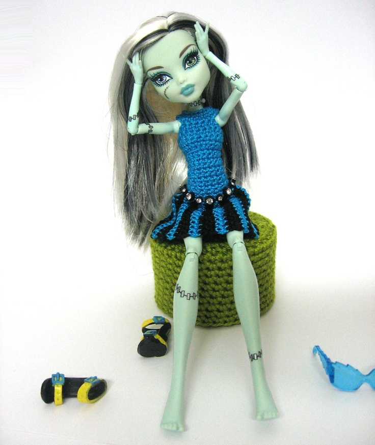 Handmade crocheted clothes for fashion dolls Barbie and Blythe, crocheted flower appliques: doll clothes