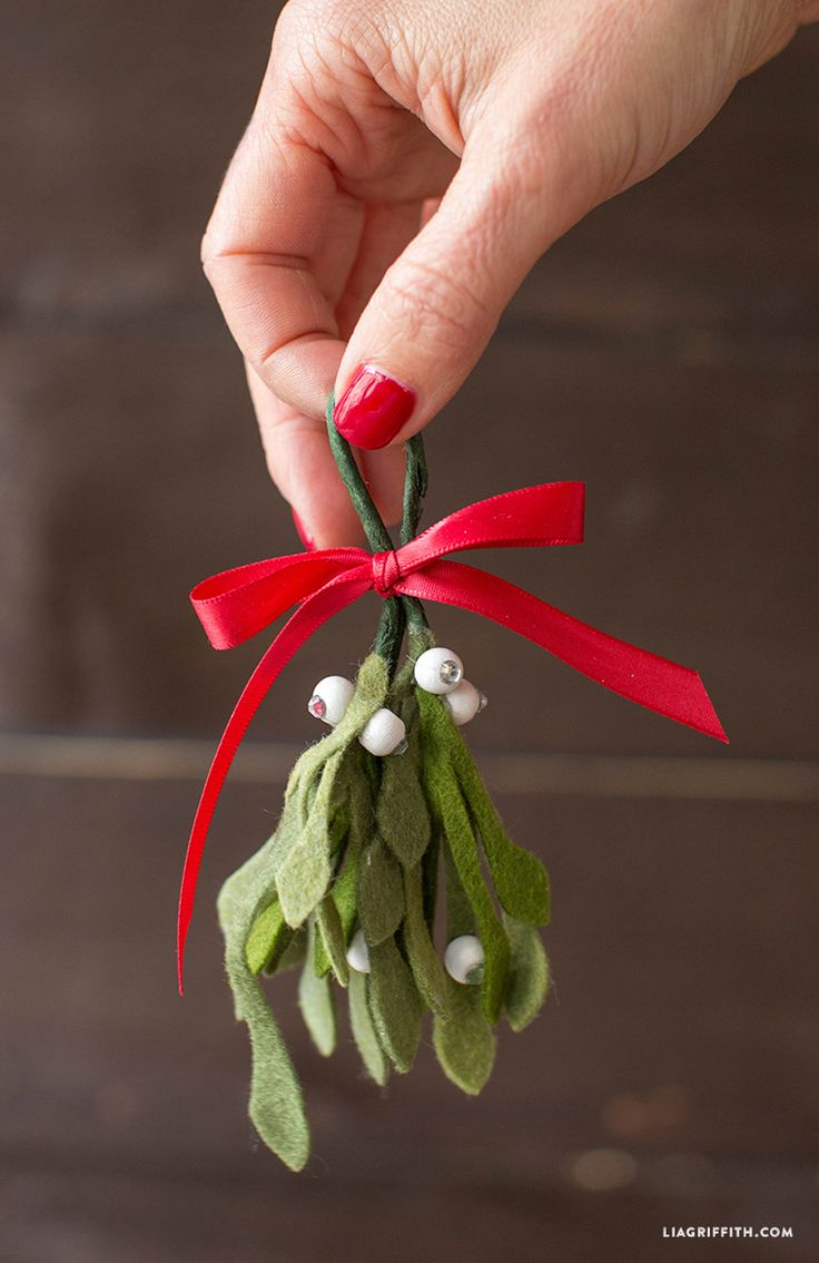 Make your own super-cute felt mistletoe with this downloadable pattern and simple tutorial from handcrafted lifestyle expert Lia Griffith.
