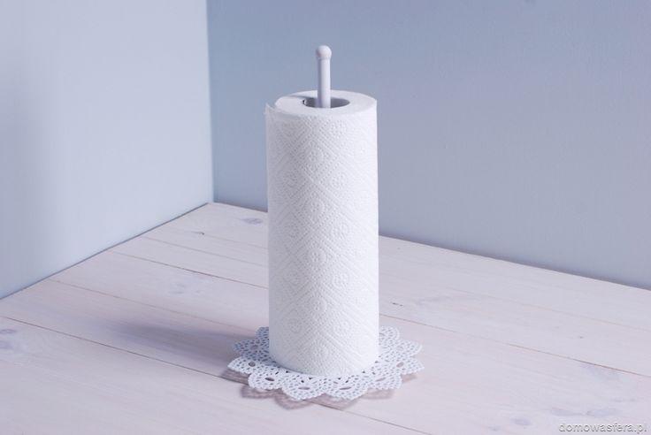 Uroczy metalowy stojak na ręczniki papierowe. Sprawdzi się w każdej kuchni.