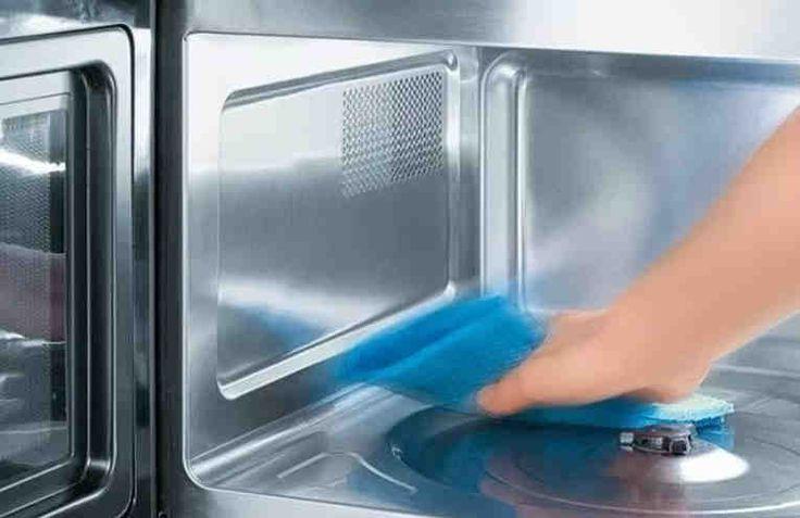Вы наверняка знаете, как сложно бывает отмыть микроволновую печь. Особенно, если вы давно этого не делали, и жир и частички пищи присохли к поверхностям микроволновки. Тут обычное моющее средство не поможет. И что же делать? Конечно, вы можете пойти в магазин и купить там специальное средство для оч