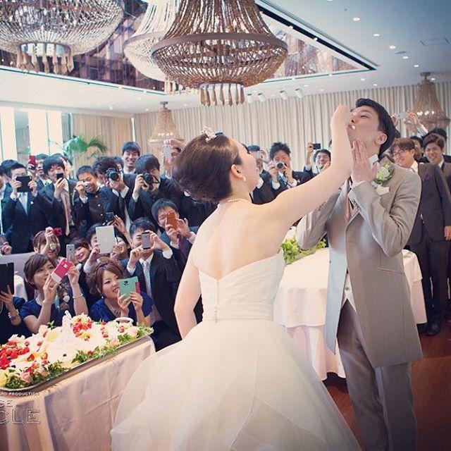 ファーストバイト。 本日のカメラマン大集合です。 #ファーストバイト #結婚式 #結婚式準備 #結婚式レポ #結婚式写真 #ウエディング #ウエディングフォト #ラフェットひらまつ #ひらまつ #wedding #weddingphotography #プレ花嫁 #bridal #豪華 #シャンデリア #ウエディングドレス #weddingdress #osaka #officecircle #カメラマン #大集合