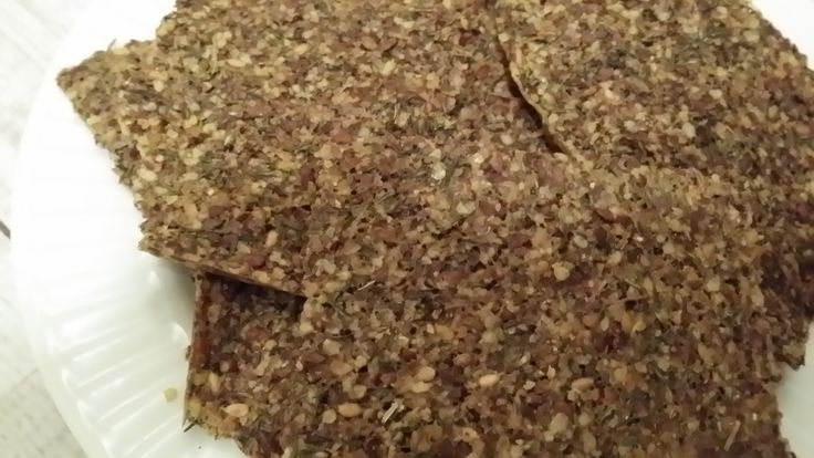 Kruiden crackers zijn erg lekker en smaken heerlijk bij de soep of een warme maaltijd. Je zou in plaats van tijm natuurlijk ook andere kruiden kunnen gebruiken, maar deze zijn in ieder geval erg le...