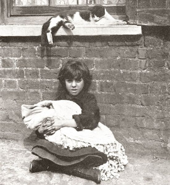 100-Year-Old Photos of Destitute East End Children